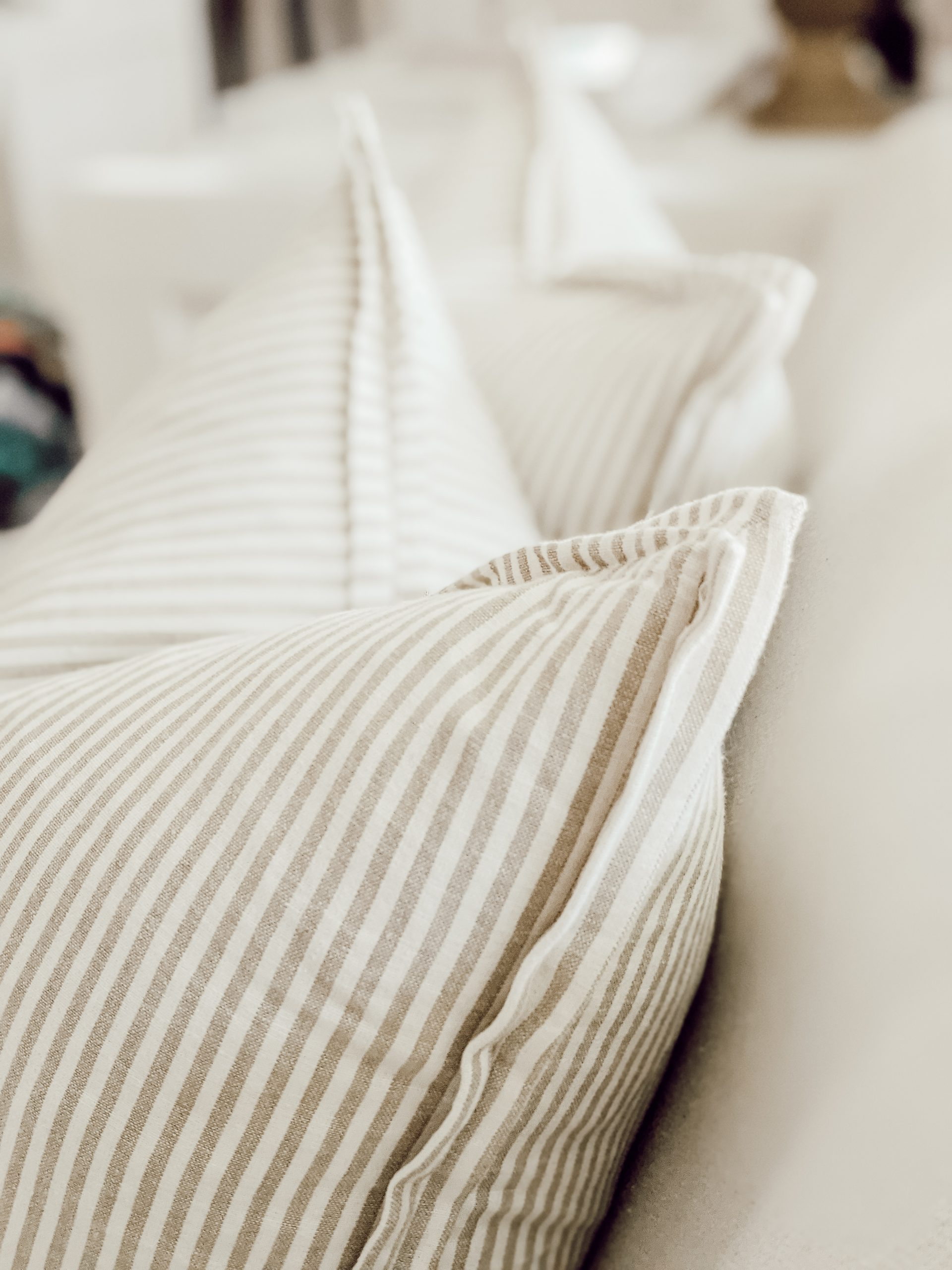 edge details of diy striped pillow covers