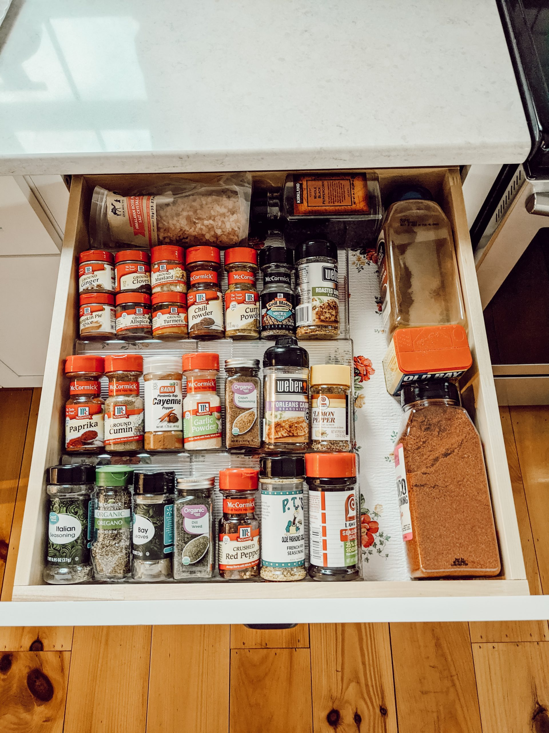 spice drawer with expandable drawer organizer